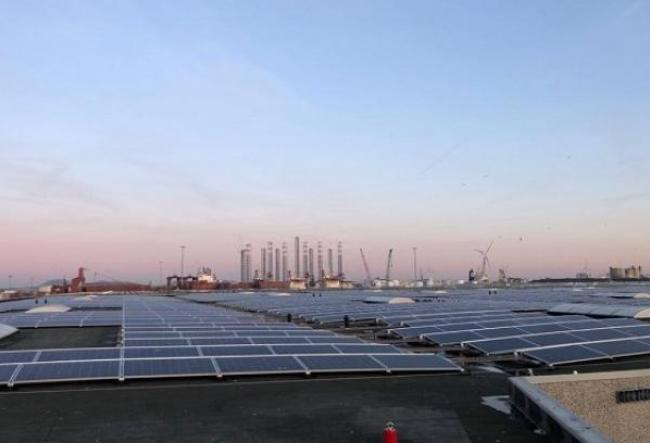 Zonnepanelen in de haven