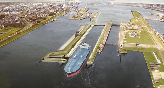Nieuwe zeesluis met tanker