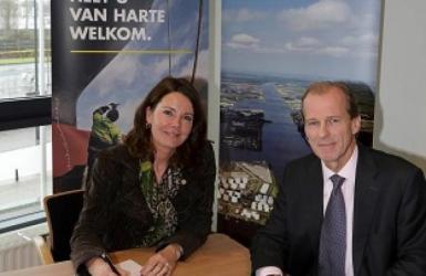 ondertekening samenwerking Havens door CEO Port of Amsterdam en Port of Rotterdam
