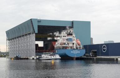All Weather Terminal met schip Wilson Nantes onder de overkapping
