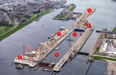 Dronebeelden van de nieuwe zeesluis waarop je de werkzaamheden ziet