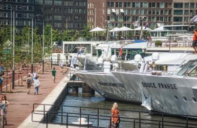 Riviercruise schepen in Amsterdam