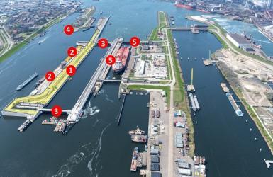 Bouw Zeesluis IJmuiden zomer 2021